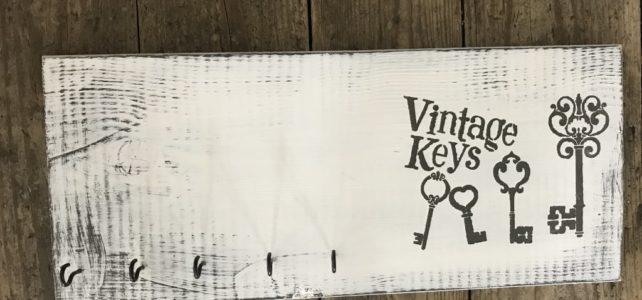 Vintage-Schlüsselbrett aus Holz